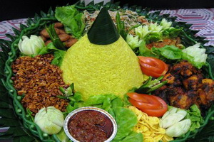 Pesanan Nasi Tumpeng Ibu Desi di Cipayung, Jakarta Timur
