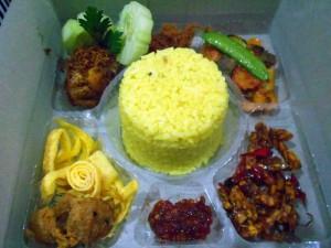 Nasi Kuning Kotak Pesanan Ibu Dina di Kebayoran Lama Utara, Jakarta Selatan