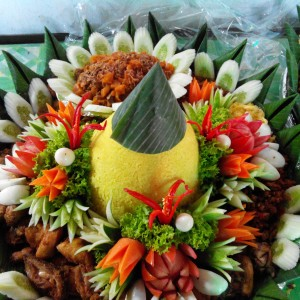 Nasi Tumpeng Pesanan Ibu Imas di Cikarang Selatan, Bekasi