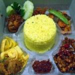 Nasi Box Pesanan Bunda Sulha di Pasar Minggu , Jakarta Selatan