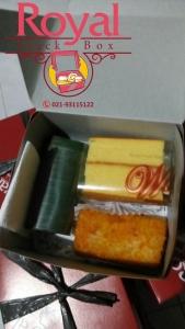snack-dan-nasi-box-pesanan-ibu-ria-di-pasar-rebo-jakarta-timur